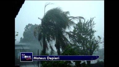 Chuva e vento forte assustam moradores em Marialva - Telespectadores registraram imagens do temporal na cidade.