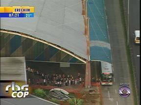 Ônibus saem lotados do Terminal Triângulo, em Porto Alegre - Motivo é a greve dos rodoviários.