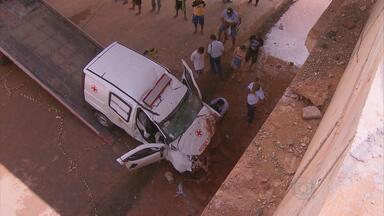 Vítimas de acidente com ambulância serão enterradas nesta terça - Acidente aconteceu na cidade de Paudalho, na Mata Norte. Uma das vítimas estava em trabalho de parto e o bebê também não sobreviveu.