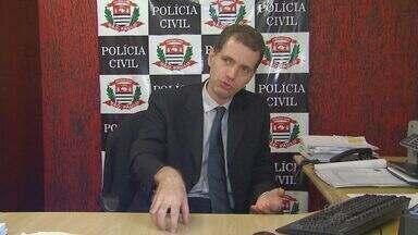 Polícia recupera uma arma a cada 20 crimes a mão armada em Campinas - Em Campinas, entre os crimes que mais registraram aumento de casos de 2012 para 2013 foram crimes a mão armada, como roubo de veículos e latrocínio. Segundo a SSP, de cada 20 crimes como esse, apenas uma arma é recuperada pela polícia.