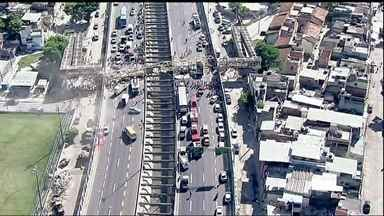 Veja no JH: caminhão derruba passarela e deixa quatro mortos no Rio - Uma testemunha viu a caçamba da carreta completamente aberta e em alta velocidade. Crimes estão mais violentos em São Paulo. Começa o Campus Party 2014.