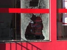 Lojas são atacadas por vândalos - Comerciantes de Londrina que tiveram prejuízos tentam entender a causa do vandalismo