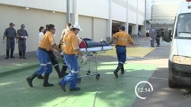 Shopping de São José dos Campos, SP, realiza simulado de emergência - Foi simulado o atendimento a vítimas em duas situações de risco. Atividade contou com o apoio do Corpo de Bombeiros e Defesa Civil.