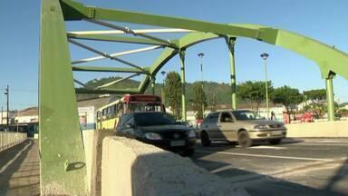 Ponte dos Três Poderes é inaugurada na Avenida Brasil em Juiz de Fora - Inauguração foi feita na manhã desta terça-feira (28) na Praça João Felício.Alteração no trânsito modifica também itinerário de 15 linhas de ônibus .