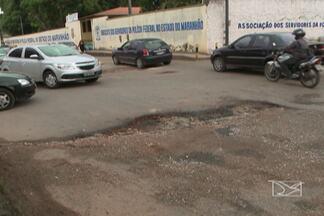 Quem trafega pelas ruas do Turu reclama de buracos e prejuízos - Em uma das principais avenidas, a General Arthur Carvalho, o estado é vergonhoso.