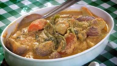 Delícias do restaurante do Seu Mário, no litoral norte da Paraíba - Veja como é feita a fritada de camarão, acompanhada de pirão.