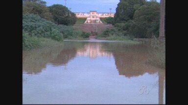 Prefeito de Rolim de Moura decreta estado de emergência após água invadir casas - Rio Anta transbordou, e uma pessoa morreu.
