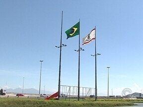 Prefeitura confirma que bandeiras na entrada de Florianópolis estão sendo substituídas - Prefeitura confirma que bandeiras na entrada de Florianópolis estão sendo substituídas por novas