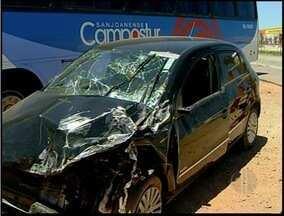 Acidente na BR-356 deixa um homem ferido em Campos, no RJ - Almir de Souza Pessanha, de 48 anos, teria dormido ao volante.Ele foi socorrido e levado ao hospital, onde continua internado.