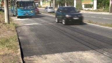 Reparos são realizados na rodovia Norte Sul, em Vitória - Há uma semana, uma mulher sofreu um acidente por causa de um desnível na pista.