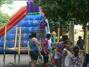 Projeto férias vai até sexta-feira para crianças de Paranavaí - Os brinquedos estão montados nos fundos do ginásio de esportes Noroestão e todas atividades são de graça