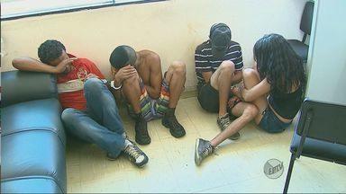 Cinco pessoas são presas após furtar monitor de farmácia em São Carlos, SP - Cinco pessoas são presas após furtar monitor de farmácia em São Carlos, SP.