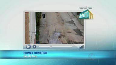 Obra realizada em rua de Juiz de Fora causa transtornos aos moradores da região - Telespectador registra imagens situação e denuncia trabalho feito pela Cesama.