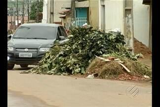 Lixo e entulho se acumulam pelas ruas de Parauapebas - Veja na reportagem.