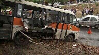 Van cai de ponte em Caucaia e deixa seis feridos - Dois passageiros ficaram em estado grave