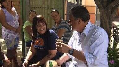 Tereré com Cabral reúne os moradores do bairro Jardim Presidente - Alexandre Cabral enfrentou um calorão, na região norte de Campo Grande, para ouvir as reivindicações dos moradores