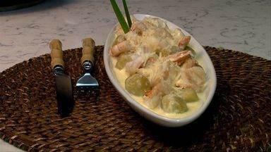 O quadro Bora Comer ensina a fazer um nhoque com banana comprida e camarão - Um prato com um toque tropical, perfeito para ser saboreado na estação mais quente do ano.