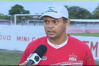 Auto Esporte ameaça fazer greve e não entrar em campo no Paraibano - Jogadores, comissão técnica e funcionários reclamam de salários atrasados e não treinaram nesta quinta-feira.