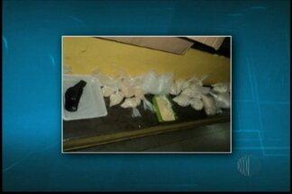 Homens são presos com drogas em casa de Poá - Policiais encontraram quase 12 quilos de cocaína.