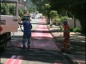 Ciclistas ganham faixa exclusiva em Francisco Beltrão - A ideia é diminuir o número de acidentes envolvendo bicicletas