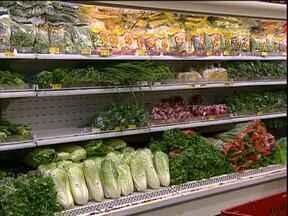 Chuvas provocam quebra na produção de hortaliças - Com a falta do produto os preços sobem, em alguns mercados o aumento foi de 20%.
