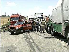Castello Branco é liberada após mais de quatro horas de bloqueio - A rodovia Castello Branco (SP-280), em Boituva (SP), foi totalmente liberada para o tráfego no fim da tarde desta sexta-feira (31). A rodovia ficou bloqueada por mais de quatro horas depois de um engavetamento envolvendo 17 veículos.