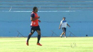 Júnior Paraíba é o mais novo reforço do Londrina - O jogador foi apresentado nesta sexta-feira, mas não deve ser relacionado para o jogo contra o Operário no domingo(02).