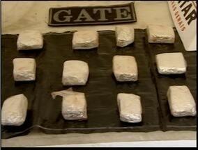 Polícia apreende 20 tabets de maconha e balança de precisão em Teófilo Otoni - Apreensão foi feita pelo GATE.