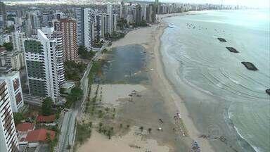 Lagoa de água salgada se forma em Jaboatão dos Guararapes, PE - Na orla de Candeias, a água do mar invadiu boa parte da areia e formou a lagoa.