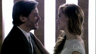 Thales e Natasha se casam - Lídia fica feliz com a união do casal
