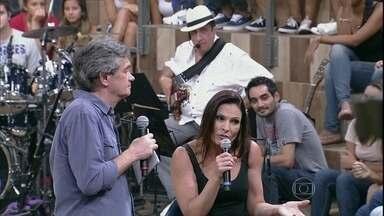Laura Muller tira dúvidas de sexo da plateia do Altas Horas - Sexóloga revela se tamanho dos testículos influencia na infidelidade