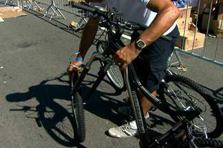 Ciclistas reclamam das bicicletas entregues no World Bike Tour de 2014 - O passeio ciclistico foi realizado no domingo (2). Alguns participantes reclamaram das bicicletas entregues pela organização. Havia bicicletas sem bancos e pneus.