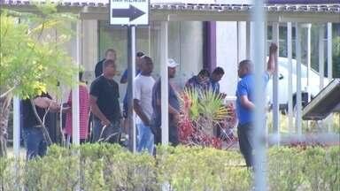 Direção do Corinthians ajuda a polícia a identificar torcedores que invadiram CT - O Corinthians perdeu três jogos seguidos no Paulistão e vândalos depredaram o centro de treinamento. Segundo o presidente do clube, a relação com as torcidas organizadas vai mudar.