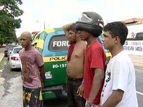 Polícia prende quatro homens suspeitos de tráfico de drogas e assaltos no bairro Promorar - Polícia prende quatro homens suspeitos de tráfico de drogas e assaltos no bairro Promorar