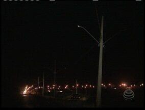 Moradores reclamam de postes em Racharia - Eles dizem que mesmo com as instalações, as lâmpadas não foram acessas.