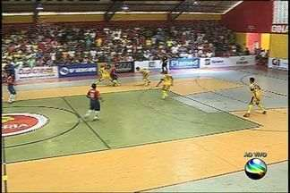 Lance perigoso: Márcio tenta o primeiro gol ao 5 minutos de jogo - Lance perigoso: Márcio tenta o primeiro gol ao 5 minutos de jogo