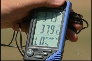 Moradores de Mogi das Cruzes tentam vencer os picos de calor no Alto Tietê - Altas temperaturas tem sido registradas na cidade, e algumas pessoas não podem escolher roupas confortáveis