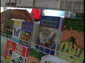 Feira do Livro da Furg encerra neste domingo (9) na Praia do Cassino, em Rio Grande, RS - Mais de dez mil obras já foram vendidas no evento.