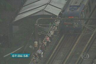 Falha interrompe energia e afeta circulação de trens na Linha 5-Lilás - Uma falha no fornecimento de energia devido ao rompimento de um cabo aéreo entre as estações Campo Limpo e Giovanni Gronchi, ambas na Zona Sul de São Paulo, interrompeu a circulação de trens na Linha 5-Lilás (Capão Redondo - Largo Treze) do Metrô.