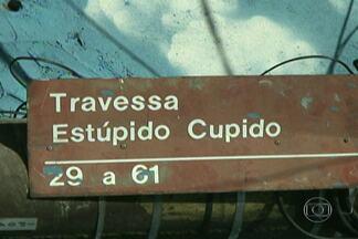Músicas de sucesso dão nome às ruas de bairro em São Mateus - A dupla do Parceiro do SP de São Mateus mostrou no SPTV desta sexta-feira (14) a origem do nome das ruas do bairro Jardim da Conquista. As vias foram identificadas a partir de músicas famosas e que foram sucessos nas rádios na década de 90.