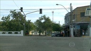 Apagão atinge o Alagoas e deixa dois milhões sem energia - O fornecimento de energia foi prejudicado nas regiões do Baixo São Francisco, Litoral Sul, Região Metropolitana, Litoral Norte e parte do Agreste. Técnicos da Chesf já estão tentando identificar a causa do problema.