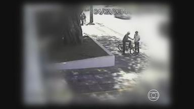 Estudantes reclamam de assaltos frequentes perto de escolas em Boa Viagem - Estudantes que já foram vítimas contaram que o assaltante parece ser o mesmo, que age sempre na hora da saída.