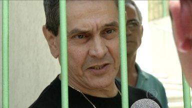 Roberto Jefferson é preso no Vale do Paraíba - O mandado de prisão, expedido pelo STF, foi entregue na casa de Roberto Jefferson. O ex-deputado, considerado o delator do mensalão, foi condenado a sete anos e 14 dias de prisão.