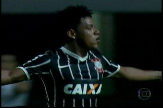 Palmeiras perde pela primeira vez no Campeonato Paulista - A primeira derrota do Palmeiras aconteceu após dez rodadas. No clássico entre São Paulo e Santos, a partida terminou sem gols.