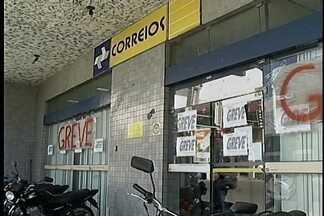 Correios de Petrolina continuam em greve - O Sindicato dos funcionários dos Correios e a direção da empresa se reuniram hoje, em Brasília, para discutir a greve que já dura 25 dias