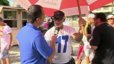 """Profissionais de várias áreas aproveitam carnaval de Juiz de Fora para fazer renda extra - Data é sinônimo de lucro para os """"foliões ambulantes""""."""