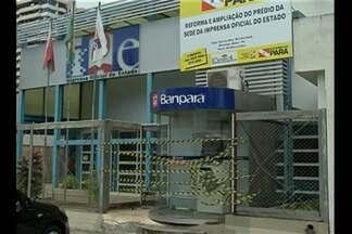 Caixa eletrônico é destruído por assaltante - Um assaltante destruiu um caixa eletrônico do Banpará, localizado na sede da Imprensa Oficial do Estado