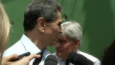 Roberto Jefferson é preso em Levy Gasparian, RJ - Delator do Mensalão foi levado para o presídio Ary Franco, na capital do estado; ele vai cumprir pena de 7 anos em regime semiaberto.