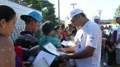 Serviços oferecidos na Ação Global movimentam Angra dos Reis, RJ - Mais de 21 mil pessoas participaram do evento; enquanto uns aproveitaram para tirar segunda via de documentos, outros cuidaram do visual.
