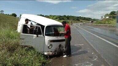 Motoristas sofrem acidente após aquaplanagem no Contorno, ES - Motoristas perderam o controle dos veículos e saíram da pista.Ninguém ficou ferido gravemente.